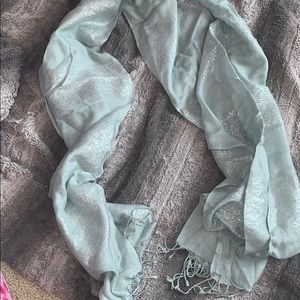 NWOT light gray scarf 💓💓